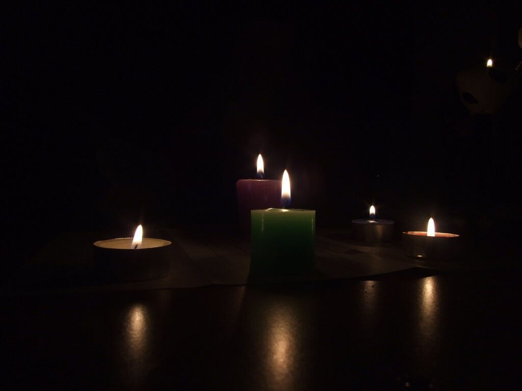 Blackout_Candles_by_Banana_Fiche